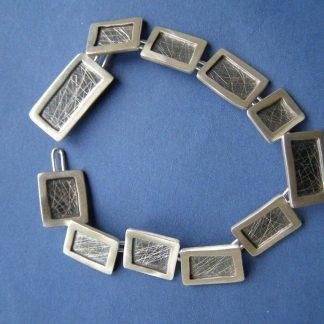 Zilver blokjes armband