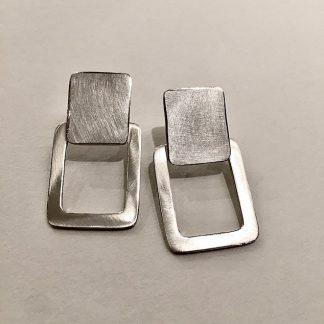 foto van zilveren seventies oorbellen