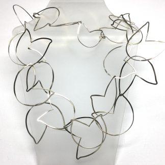 Foto van tulpen collier van zilver.