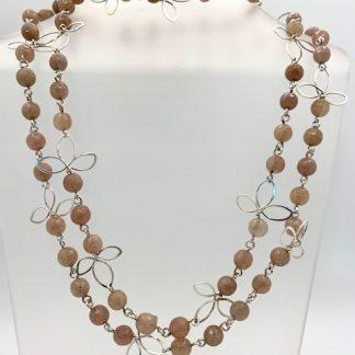 foto van zilver collier met agaat ronde kralen